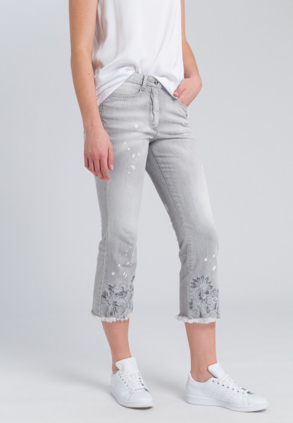 Jeans with open hem edge