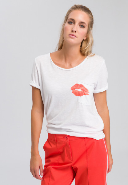 T-shirt with kissable mouth print