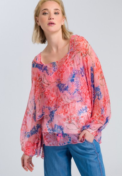 Blouse with long wing sleeves