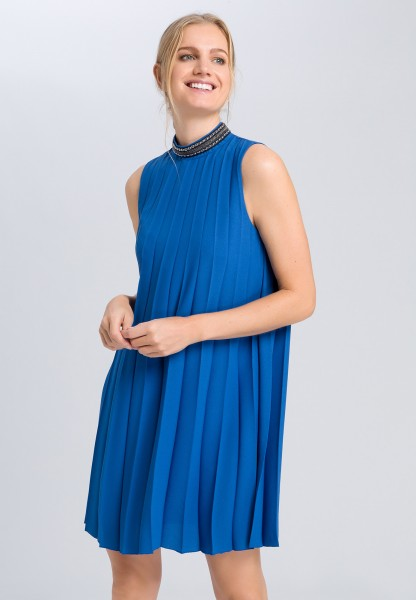 Pleated dress with embroidered collar