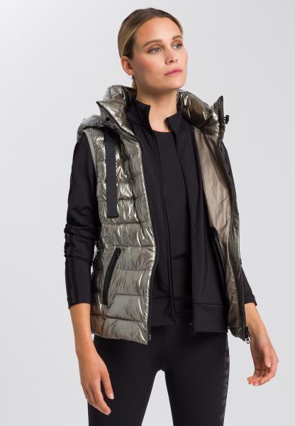 Vest in metallic style