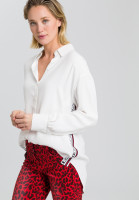 Blouse with lateral writing band