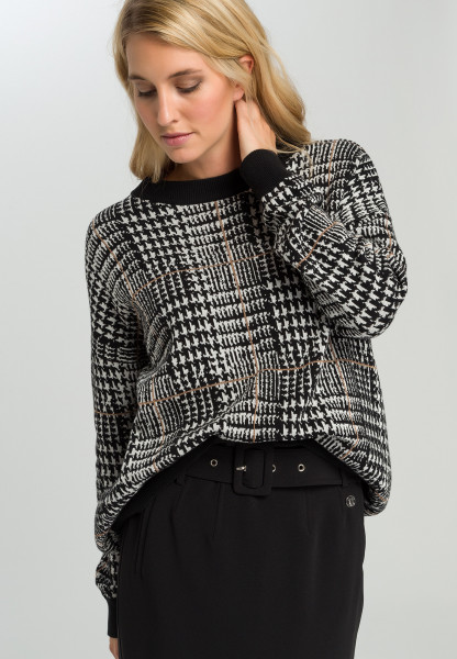 Knitted sweater With dog-tooth check