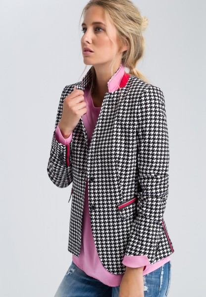 Blazer with a houndstooth pattern