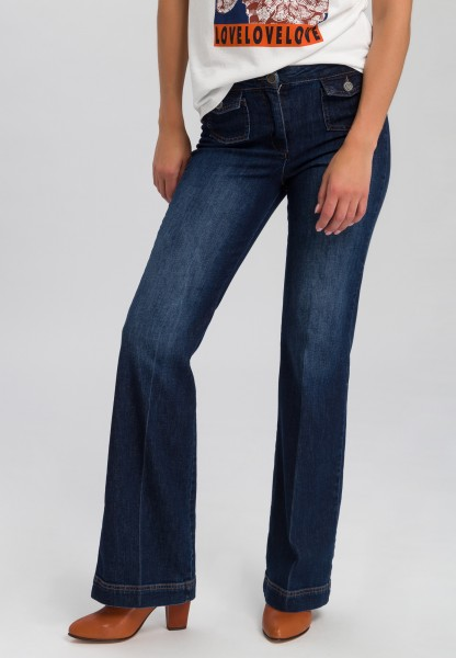 Jeans with flap pockets