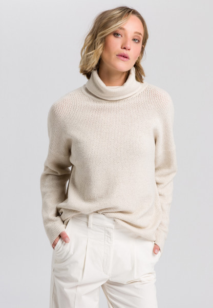 turtleneck sweater with structure