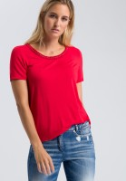 T-shirt with rivet tape