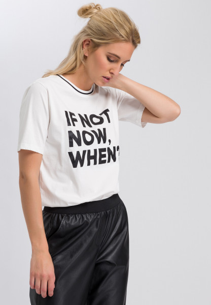 T-shirt with glitter writing
