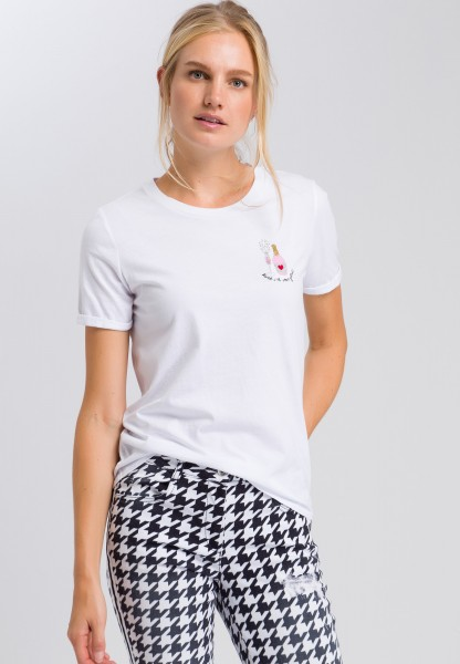 T-shirt with a shiny appliqué