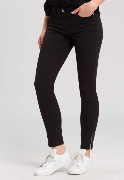 Jeans with zip details on the hem