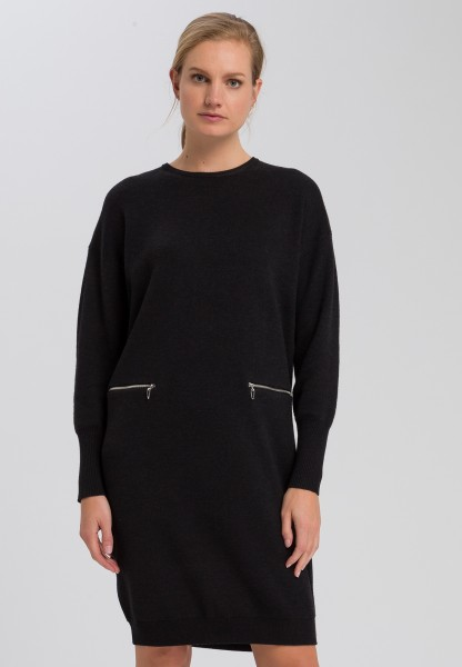 Knitted dress with zip-fastening pockets