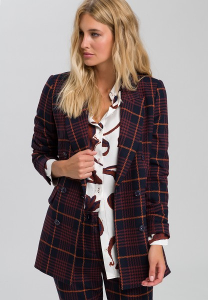 Long blazer in fashionable check