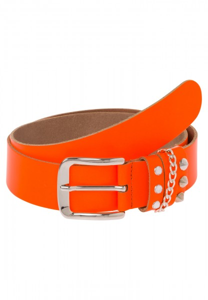 Belt with rivets