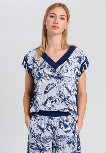 Blouse shirt with floral print