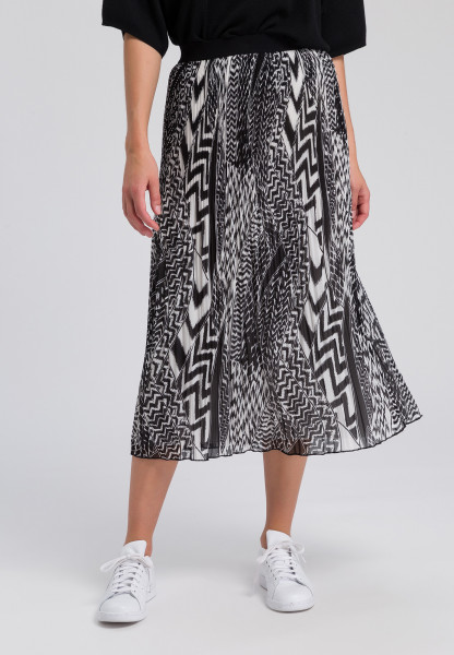 Pleated skirt with ethno-print