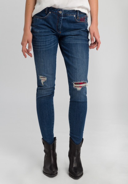 Jeans with underlaid destroyed effects