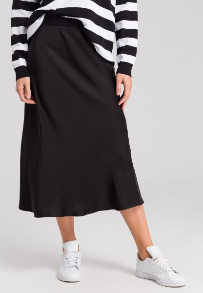 Skirt in midi-length