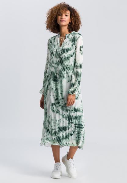 Pleated dress with batik print