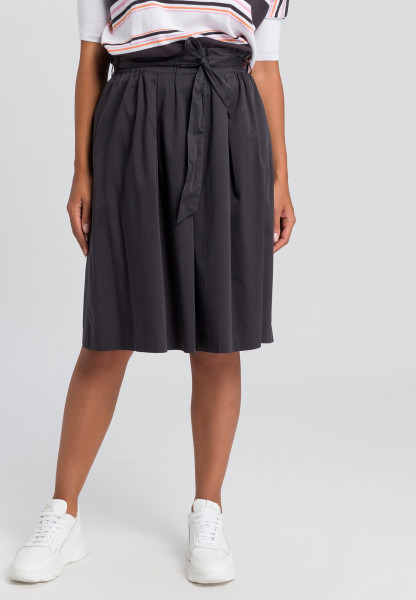 Pleated skirt with tie belt