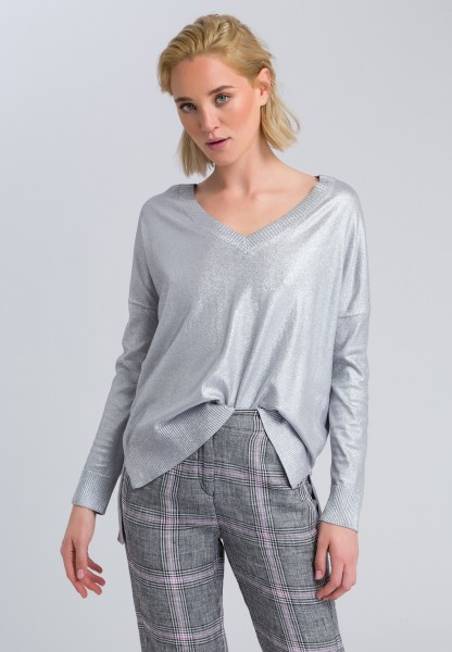 V-neck sweater with high-low hem