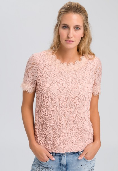 Top made from fine lace