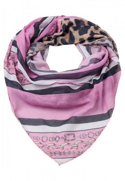 Scarf in triangle shape with leopard print