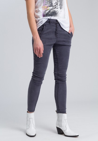 Chinese pants with twisted leg