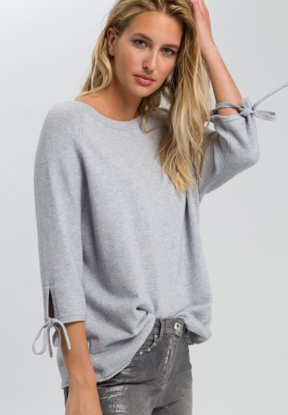 Jumper with elastic band on sleeve