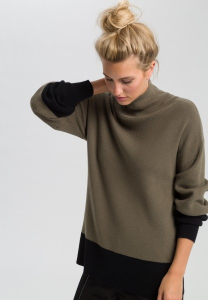 Jumper with contrasting hems