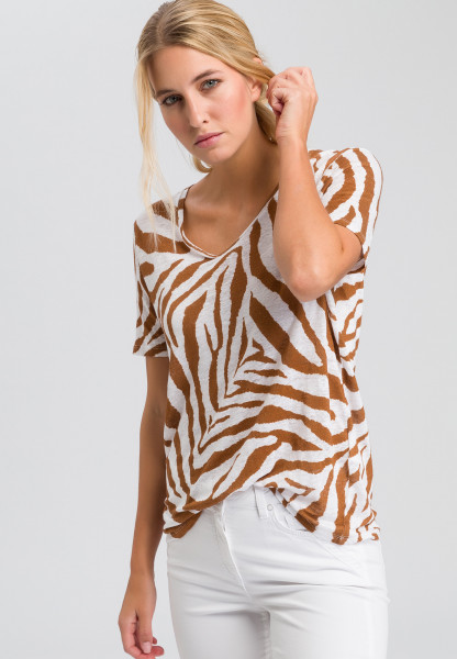 T-shirt with tiger pattern