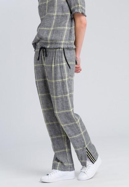 Pants with glencheck pattern