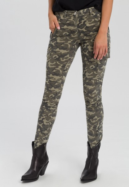 Cargo trousers with camouflage pattern