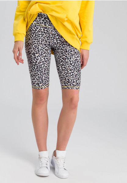 Cycling shorts in leopard design