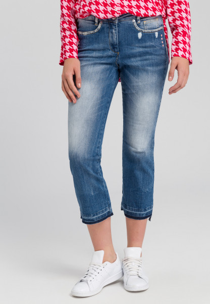 Jeans with embroidered hearts