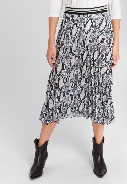 Pleated skirt in snake print