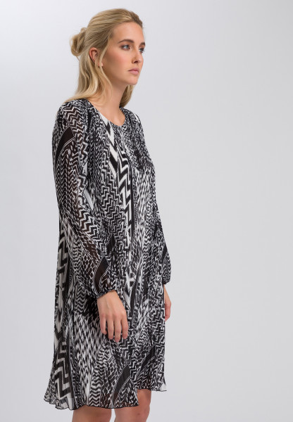 Pleated dress in ethnic print
