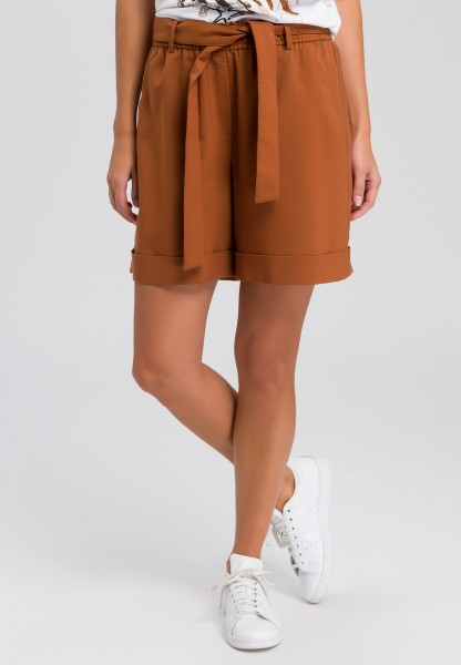Bermuda shorts with fine structure