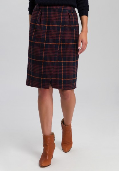 Skirt in fashionable checks