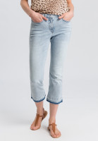 Jeans with frayed seam