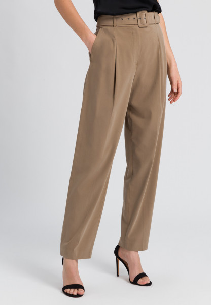 Pleat-front trousers made of sustainable twill