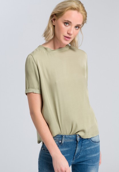 Blouse top with fine details