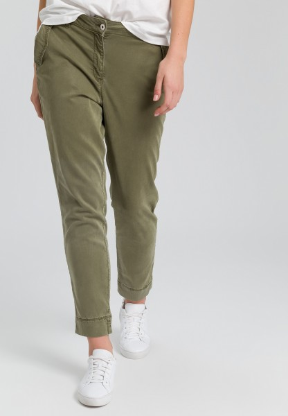 Chino trousers with flap pockets