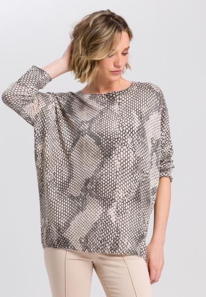 Oversized sweater in snake print