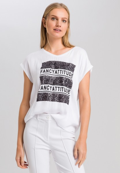 T-shirt with sequin writing application