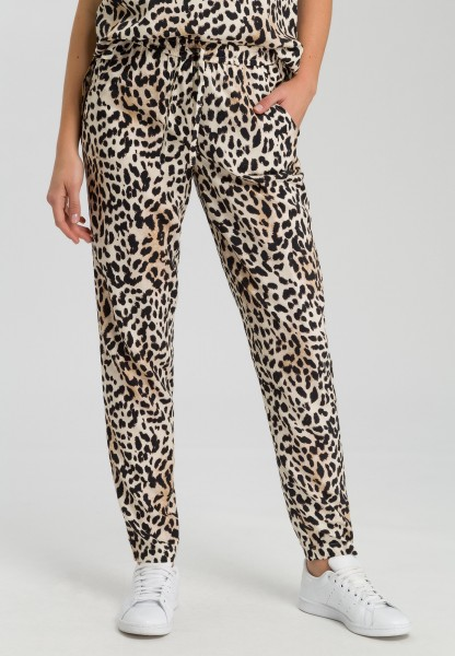 Cloth trousers in leopard print