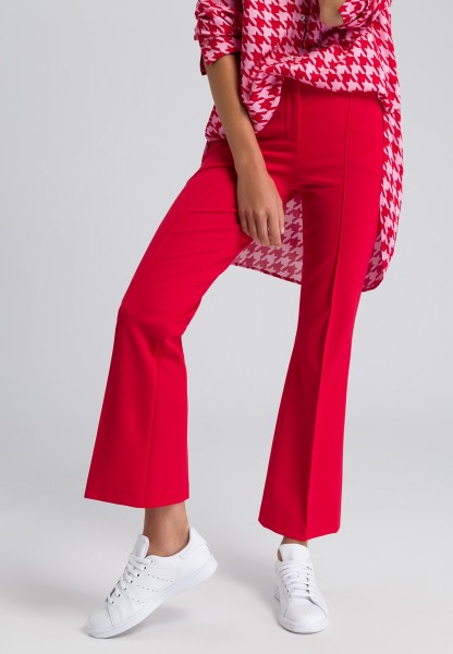 Trousers with waist pleats