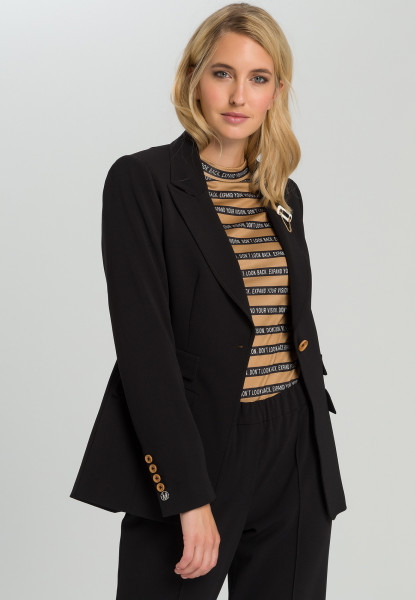 One-button blazer Of flowing crepe with brooch