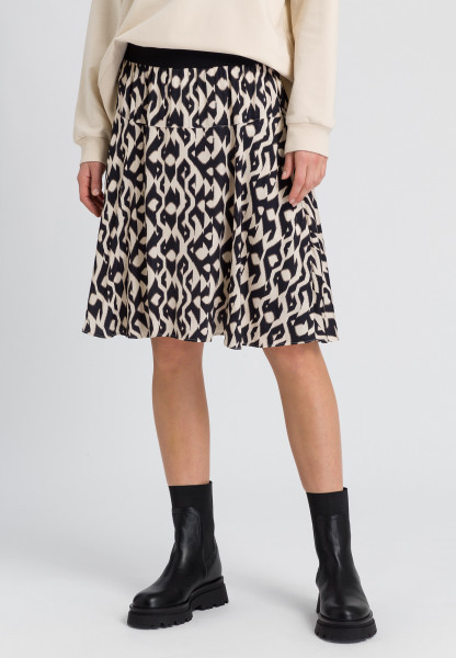 Skirt with ethno print