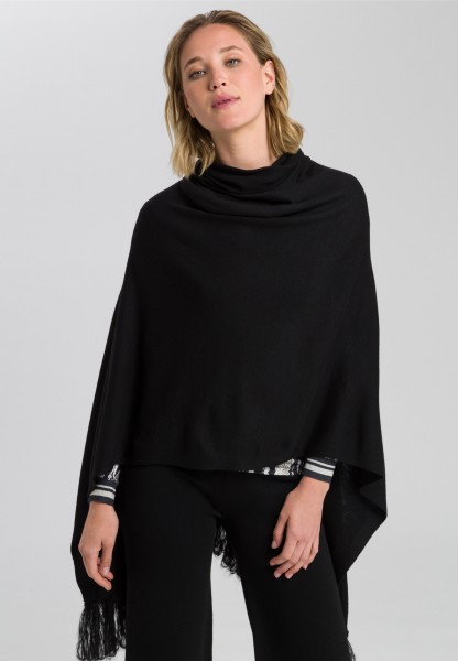 Knitted poncho with fringed hem