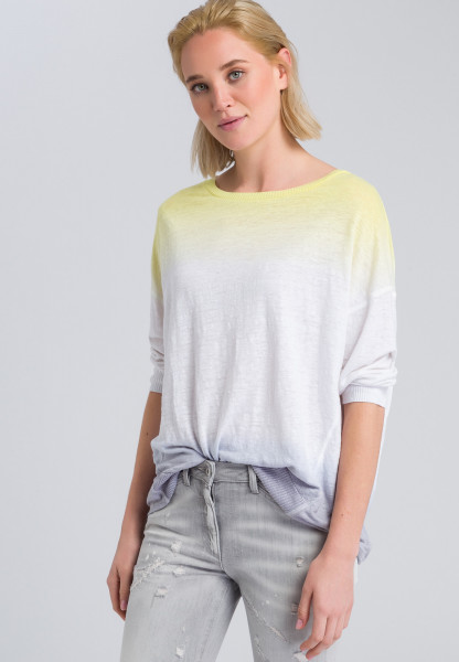 Sweaters in colour-blocking style